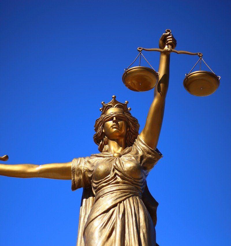 W czym potrafi nam wspomóc radca prawny? W jakich sprawach i w jakich dziedzinach prawa pomoże nam radca prawny?